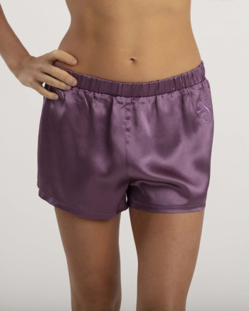 Victoria shorts Deep Purple i gruppen Sovplagg  / Nattlinne hos Sleep in Silk (short3vic5lila33)